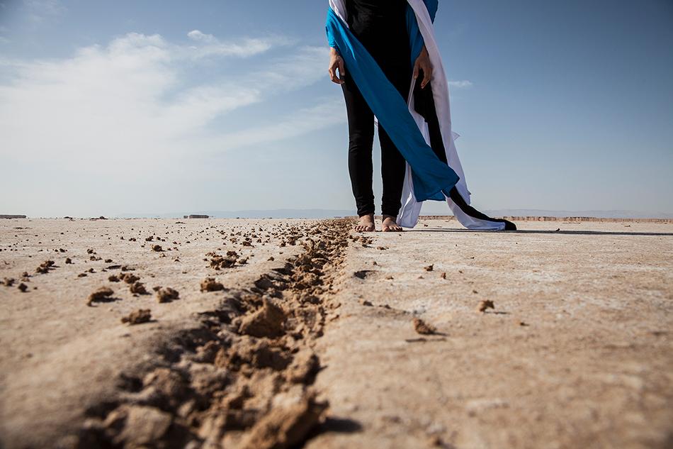 """Al-Tariqah (Der Weg), 2014; aus der Serie """"Silsila"""", 166 cm x 250 cm. Foto: Sama Alshaibi, mit freundlicher Genehmigung der Künstlerin und der Ayyam Gallery"""