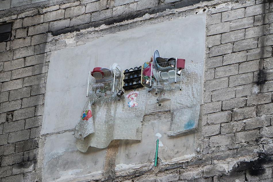 Bild einer Ruine mit Resten einer Küche. Foto: Hosam Katan / Aleppo (2014)