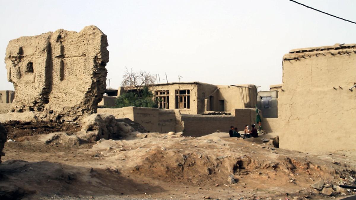 Bild einer Ruine in Kabul. Foto: Jeanno Gaussi / us der Serie Fragments of Home (2012)