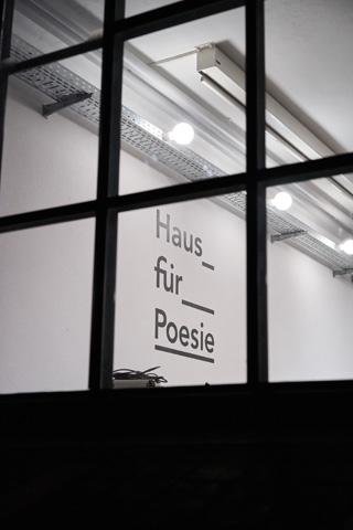Das großartige Haus für Poesie ist für unsere Weiter Schreiben Lesungen zu einem zweiten Zuhause geworden.