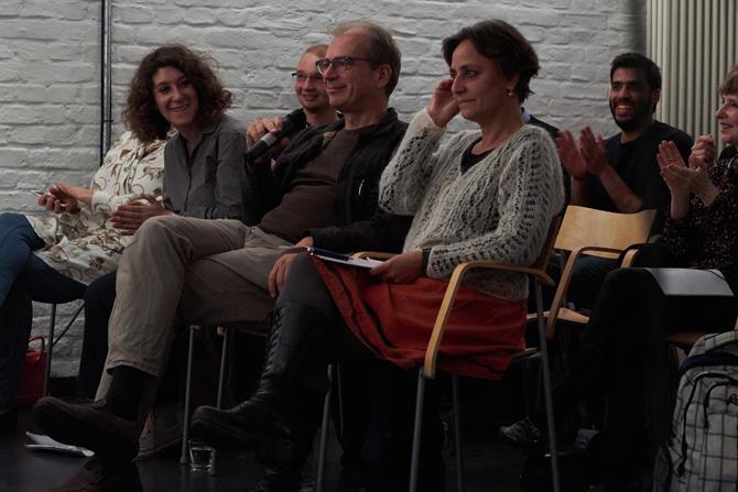 Auch an literarischer Prominenz hat es an diesem Abend nicht gefehlt: Lena Gorelik las die deutsche Übersetzung von Widad Nabi. Gleich neben ihr Günther Orth und Leila Chammaa, die diesen Abend simultan übersetzt haben.