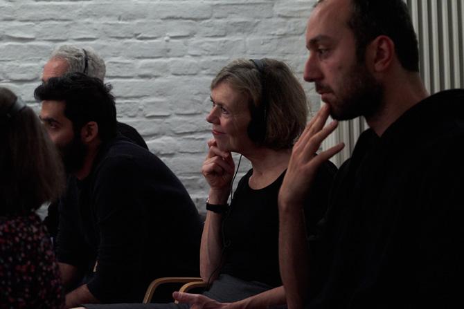 ) Das Publikum hing förmlich an den Lippen der Lyrikerinnen. Hier im Bild Dagmar Deuring, die das Endkorrektorat für Weiter Schreiben macht.