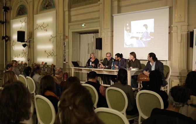von re nach li: Dr. Ines Kappert (Moderation), Dr. Günther Orth (Simultanübersetzung), Omar al Jaffal (Lyriker), Kristine Bilkau (Schriftstellerin) und Wassim Mukdad (Musiker).