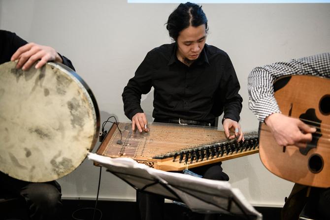 Matar bringt zu jedem der Weiter Schreiben – Abenden einen special guest mit. Diesmal war es der Musiker und Komponist Shingo Misuoda.