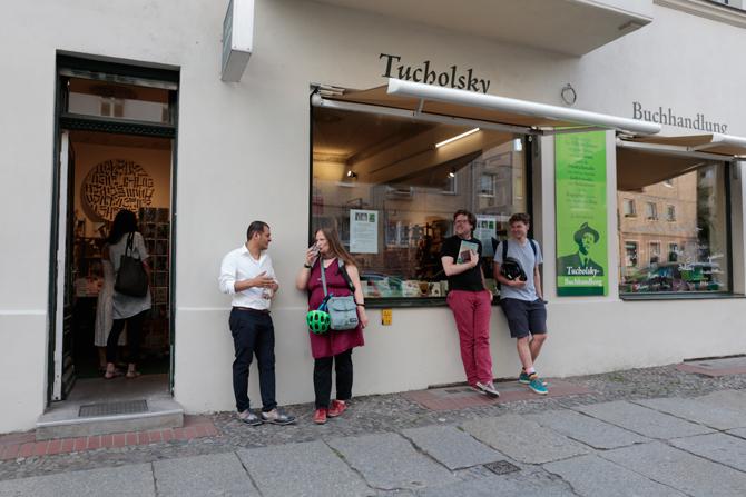 Galal Alahmadi und Tanja Dückers schon im Gespräch vertieft – von Tucholsky überdacht.