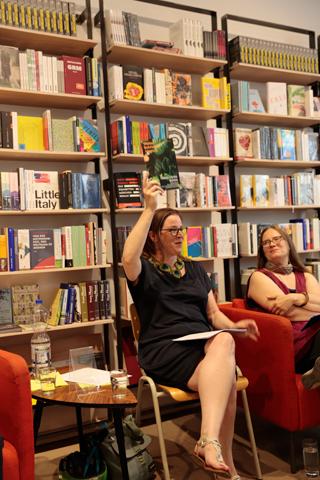 Es gab etwas zu feiern: Die erste Ausgabe des Weiter Schreiben Magazin: HÄUSER – GÄRTEN – RUINEN.