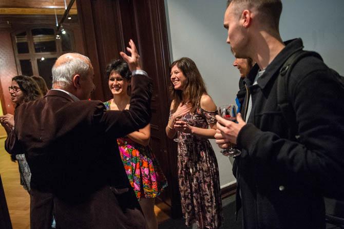 Ali Kurdi im Gespräch mit den Musikerinnen