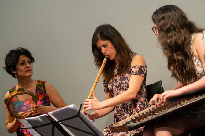 Mediterranean Girls Group, Berivan Ahmad (Percussion), Valentina Bellanova (Nay) und Dima Dawood (Kanun)