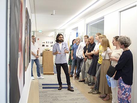 Mohammeei der Ausstellungsführung in Essen. Zaza b Foto: Juliette Moarbes