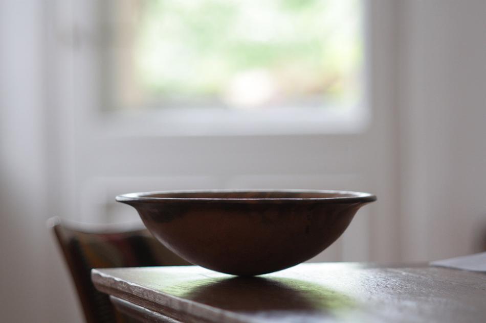 Schale auf einem Tisch. Foto: Henning Fritsch